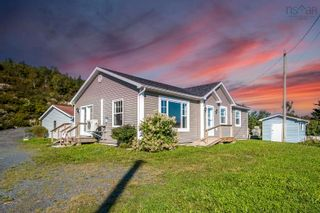 Photo 1: 833 Terence Bay Road in Terence Bay: 40-Timberlea, Prospect, St. Margaret`S Bay Residential for sale (Halifax-Dartmouth)  : MLS®# 202123534