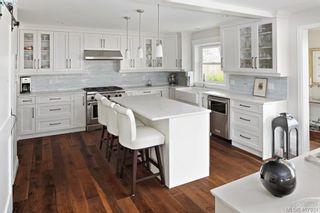 Photo 10: 712 Warder Pl in VICTORIA: Es Rockheights House for sale (Esquimalt)  : MLS®# 810671