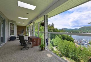 Photo 1: 5175 WESJAC Road in Madeira Park: Pender Harbour Egmont House for sale (Sunshine Coast)  : MLS®# R2356463