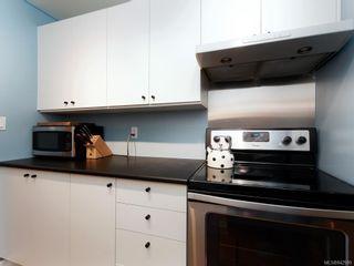 Photo 10: 204 1157 Fairfield Rd in Victoria: Vi Fairfield West Condo for sale : MLS®# 842989