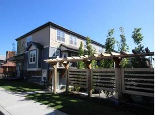 Photo 2: 2 1302 Russell Road NE in Calgary: Renfrew Row/Townhouse for sale : MLS®# A1146794