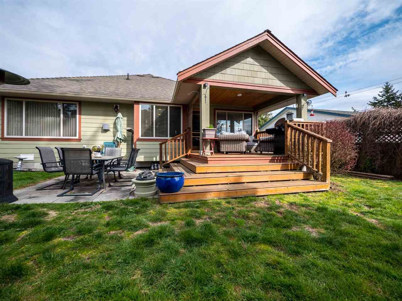 Photo 16: Photos: 6335 PICADILLY Place in Sechelt: Sechelt District House for sale (Sunshine Coast)  : MLS®# R2248834
