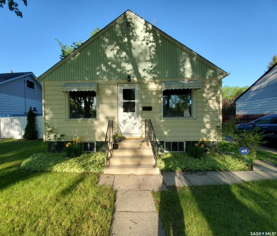 Main Photo: 51 James Avenue South in Yorkton: West YO Residential for sale : MLS®# SK845487