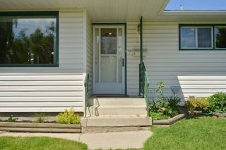 Photo 3: 27 Braden Crescent NW in Calgary: Brentwood House for sale : MLS®# C4191763