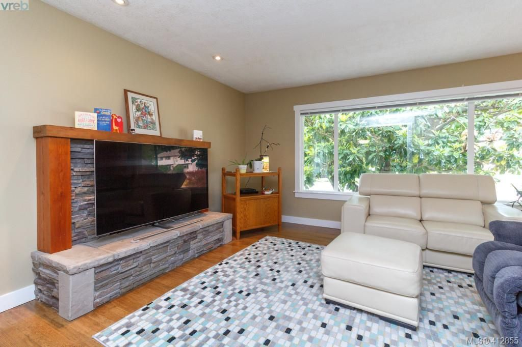 Photo 4: Photos: 3355 Painter Rd in VICTORIA: Co Wishart South House for sale (Colwood)  : MLS®# 818684