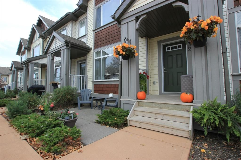 Main Photo: 32 COPPERPOND Close SE in Calgary: Copperfield Row/Townhouse for sale : MLS®# A1043310