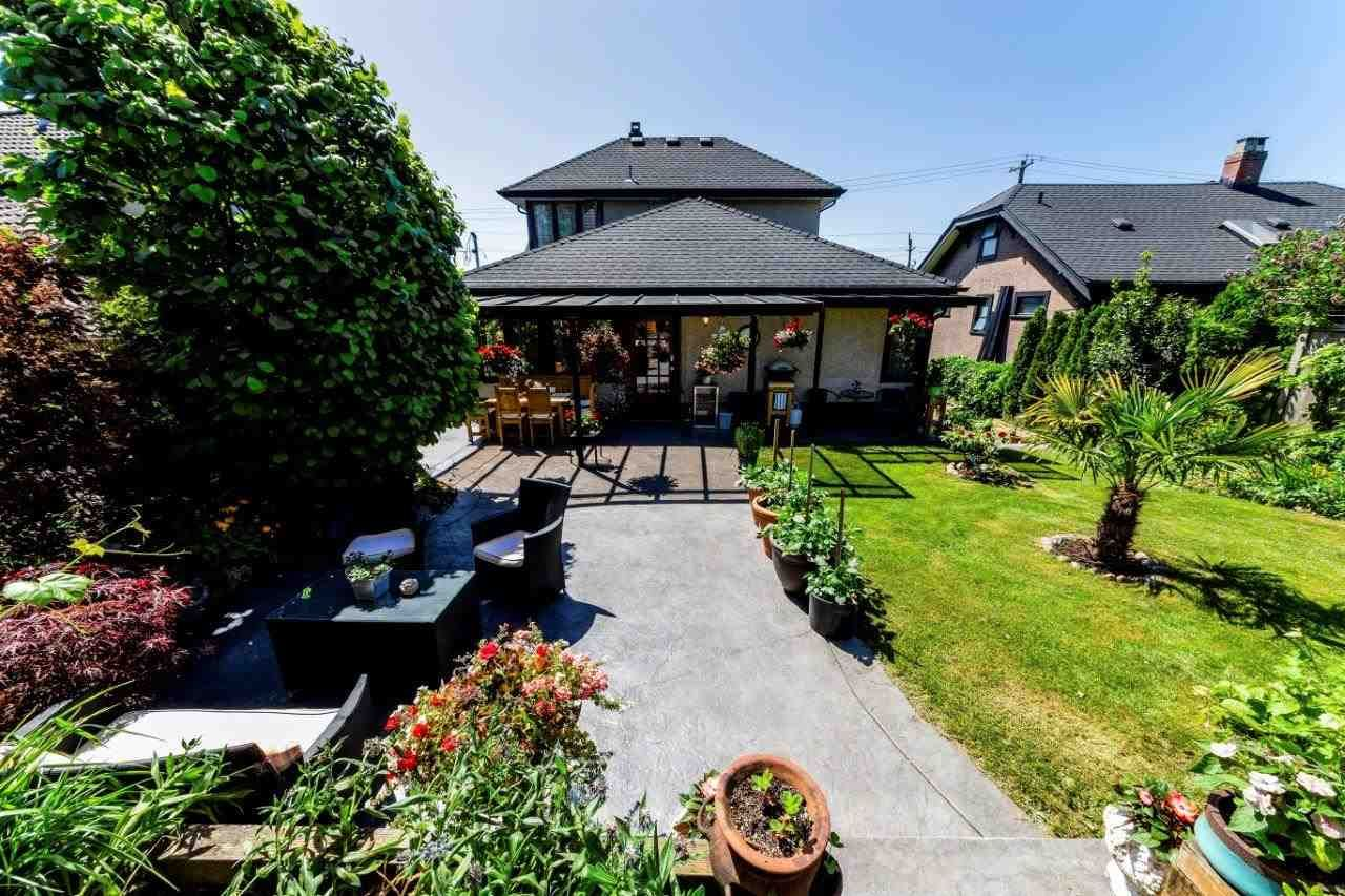 Main Photo: 726 E 4TH STREET in North Vancouver: Queensbury House for sale : MLS®# R2340355