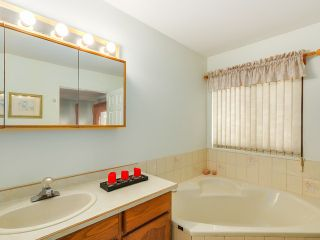Photo 12: 2307 151A ST in Surrey: Sunnyside Park Surrey House for sale (South Surrey White Rock)  : MLS®# F1420974