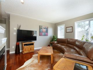 Photo 2: 4 300 Six Mile Rd in VICTORIA: VR Six Mile Row/Townhouse for sale (View Royal)  : MLS®# 796701