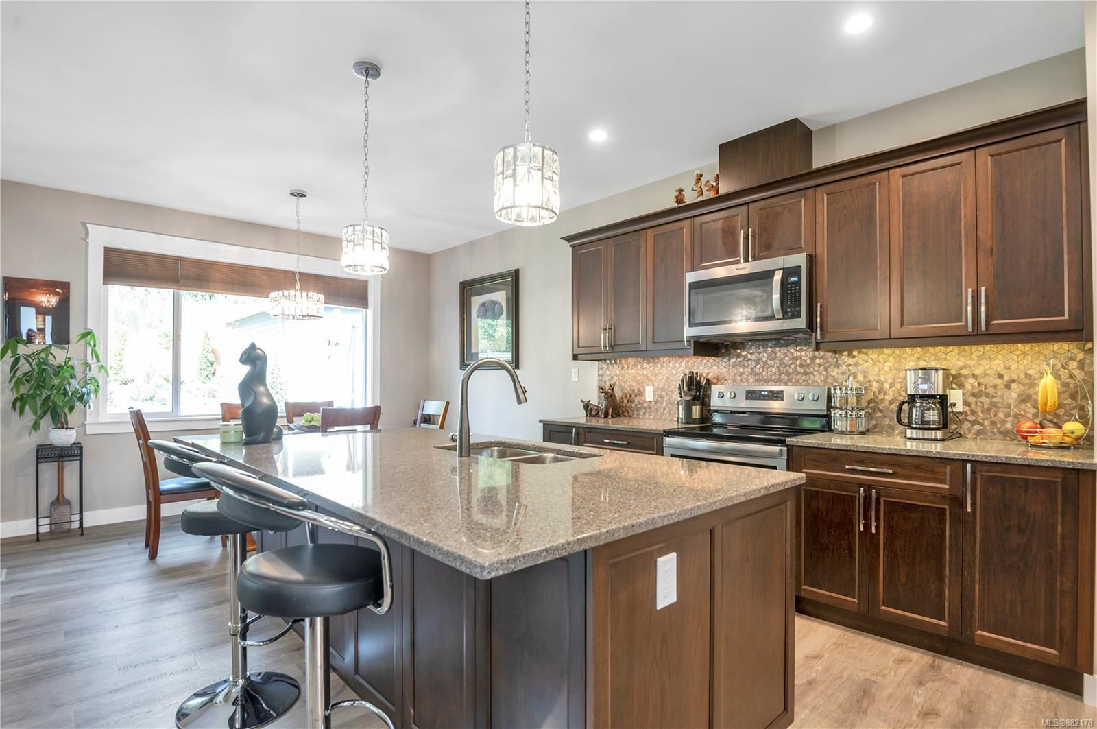 Main Photo: 2270 Forest Grove Dr in Campbell River: CR Campbell River West House for sale : MLS®# 882178