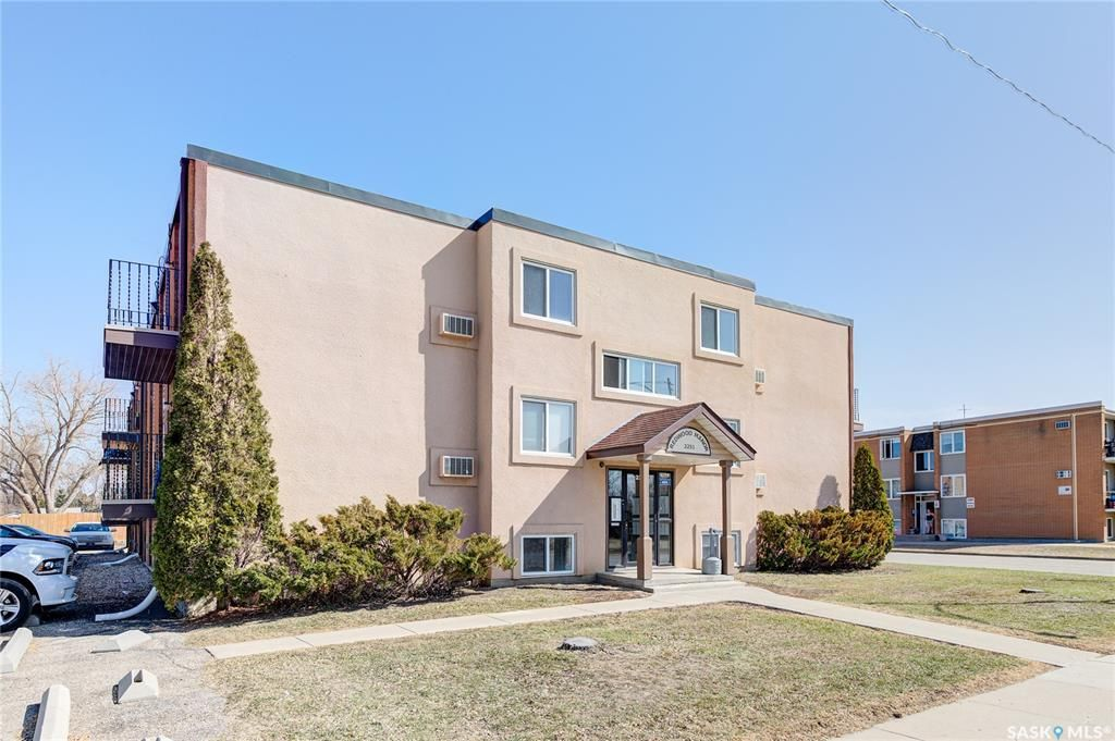 Main Photo: 10 2251 St Henry Avenue in Saskatoon: Exhibition Residential for sale : MLS®# SK849279