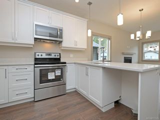 Photo 7: 17 Massey Pl in View Royal: VR Six Mile Row/Townhouse for sale : MLS®# 777583