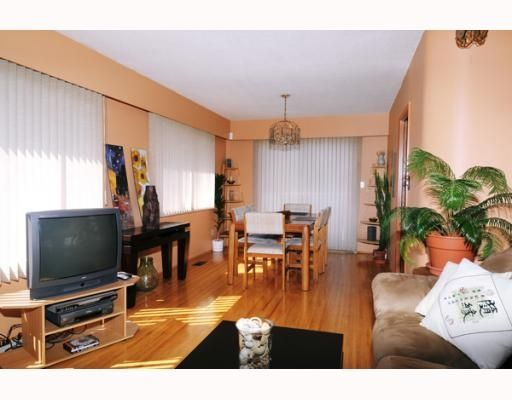 Main Photo: 395 E 48th Ave in Vancouver: House for sale : MLS®# V763537