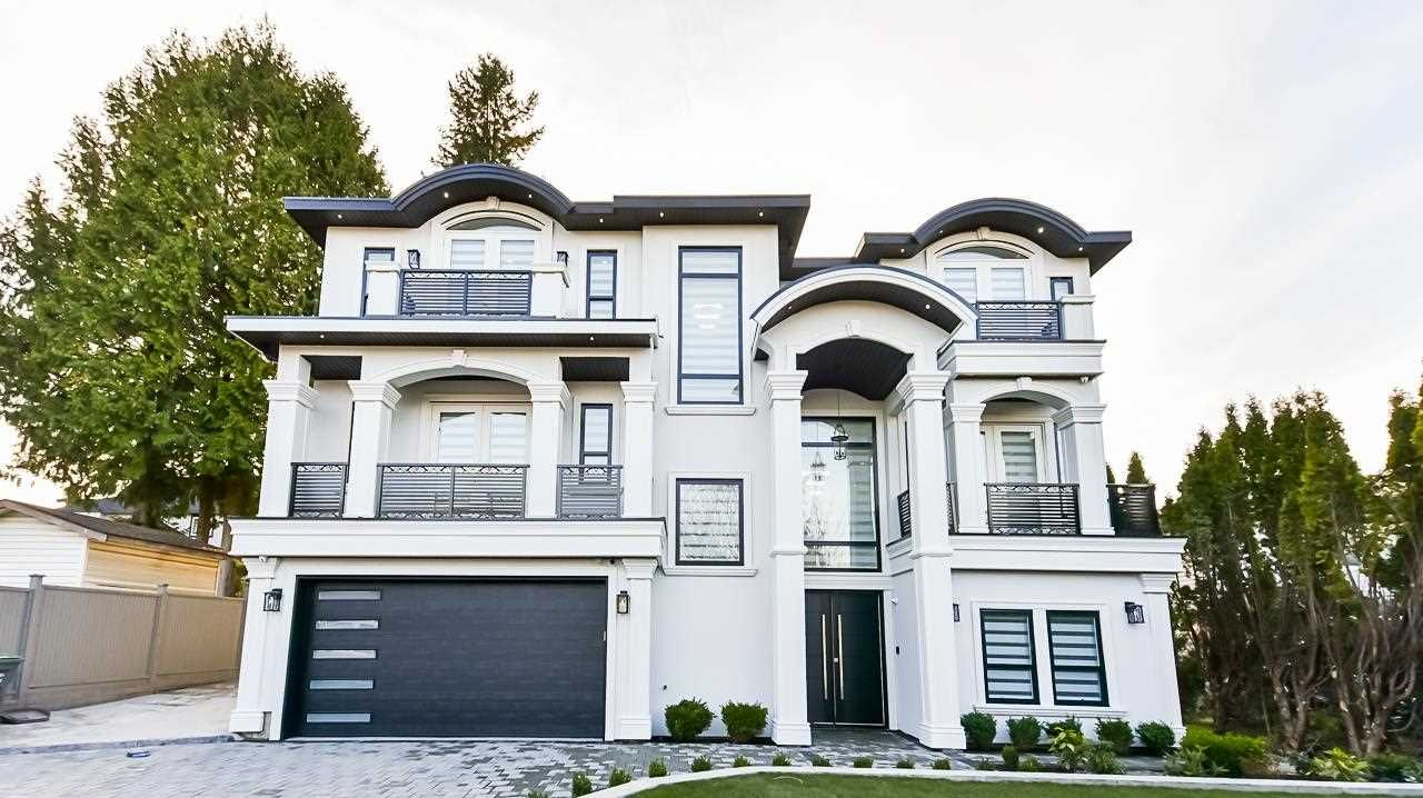 Main Photo: 7579 142 Street in Surrey: East Newton House for sale : MLS®# R2582085