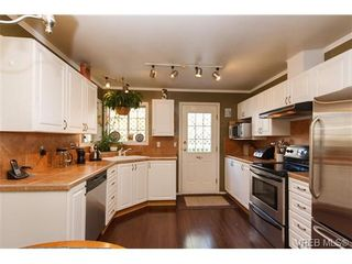Photo 7: 924 Wendey Dr in VICTORIA: La Walfred House for sale (Langford)  : MLS®# 675974
