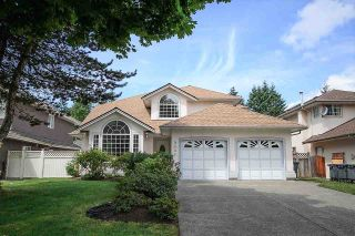 Photo 1: 9031 156A Street in Surrey: Fleetwood Tynehead House for sale : MLS®# R2187617
