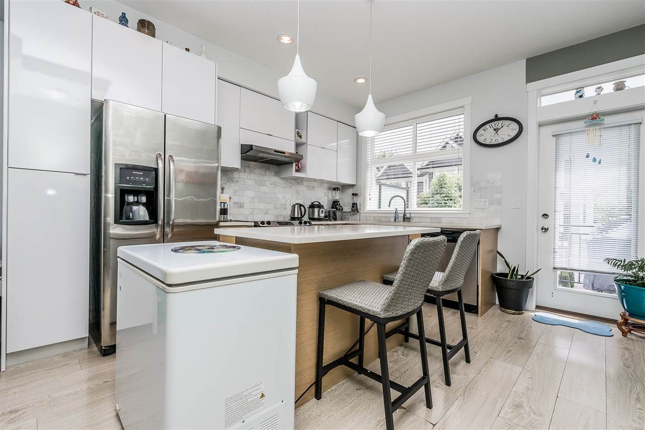 """Photo 10: Photos: 23 14433 60 Avenue in Surrey: Sullivan Station Townhouse for sale in """"BRIXTON"""" : MLS®# R2463220"""