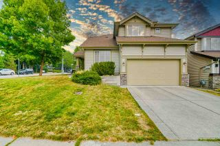 Photo 3: 20609 66 Avenue in Langley: Willoughby Heights House for sale : MLS®# R2497491