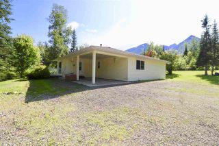 Photo 4: 6478 PASSBY Road in Smithers: Smithers - Rural House for sale (Smithers And Area (Zone 54))  : MLS®# R2391245