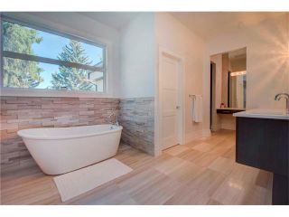 Photo 19: 6427 LAURENTIAN Way SW in Calgary: North Glenmore Park House for sale : MLS®# C4077730