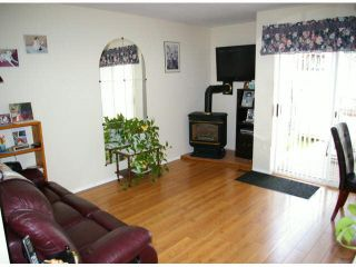 """Photo 2: 9 45640 STOREY Avenue in Sardis: Sardis West Vedder Rd Townhouse for sale in """"Whispering Pines"""" : MLS®# R2175072"""