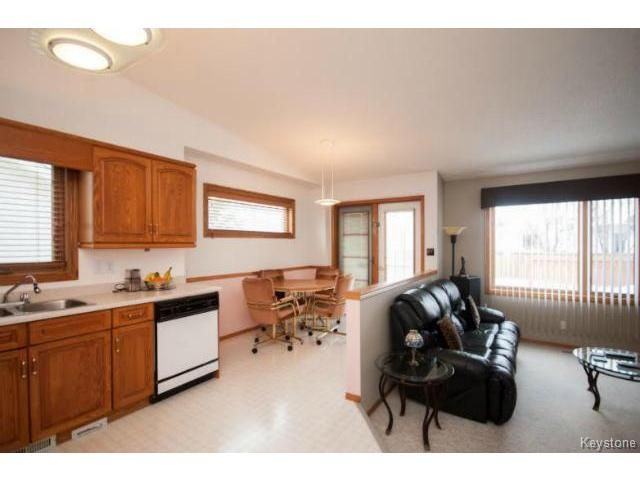 Photo 8: Photos: 588 BAIRDMORE Boulevard in WINNIPEG: Richmond West Residential for sale (South Winnipeg)  : MLS®# 1404598