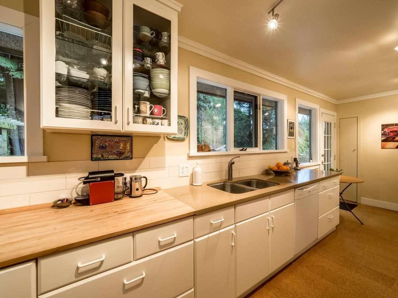 Photo 7: Photos: 3322 WAYNE Drive in North Vancouver: Delbrook House for sale : MLS®# R2045446