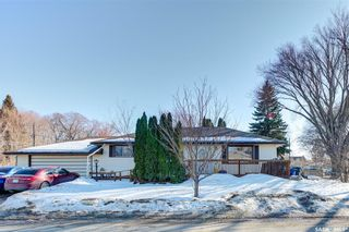 Photo 1: 204 Witney Avenue South in Saskatoon: Meadowgreen Residential for sale : MLS®# SK845574