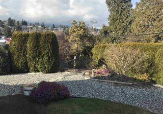"""Photo 14: 8 699 DOUGALL Road in Gibsons: Gibsons & Area Townhouse for sale in """"MARINA PLACE"""" (Sunshine Coast)  : MLS®# R2392536"""