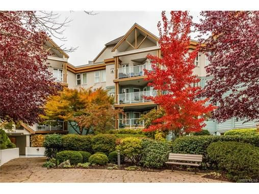 Main Photo: 410 490 Marsett Pl in VICTORIA: SW Royal Oak Condo for sale (Saanich West)  : MLS®# 747661
