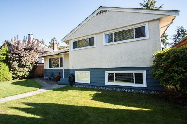 "Photo 1: Photos: 953 DRAYTON Street in North Vancouver: Calverhall House for sale in ""CALVERHALL"" : MLS®# R2112322"