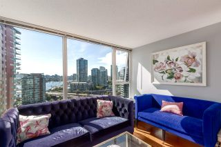 """Photo 5: 1805 33 SMITHE Street in Vancouver: Yaletown Condo for sale in """"COOPERS LOOKOUT"""" (Vancouver West)  : MLS®# R2205849"""