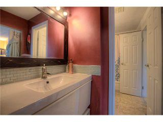 Photo 8: 869 QUEENSLAND Drive SE in CALGARY: Queensland Residential Attached for sale (Calgary)  : MLS®# C3616074