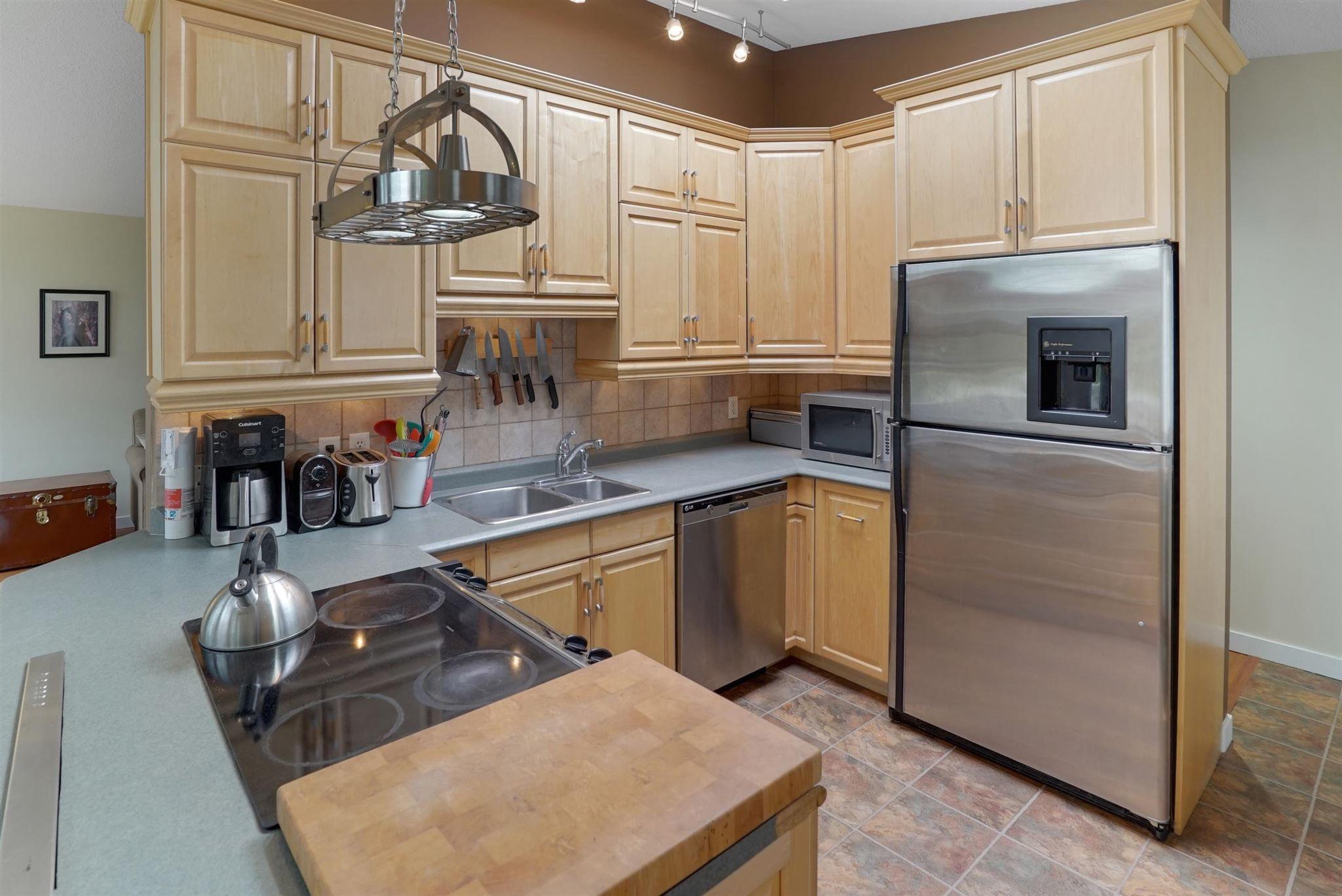 Main Photo: 11215 54 Avenue in Edmonton: Zone 15 House for sale : MLS®# E4253376