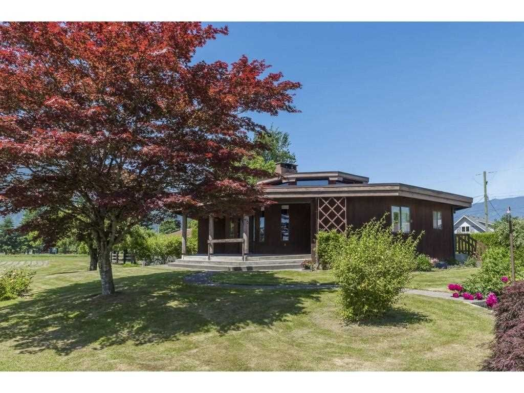 Main Photo: 41594 SOUTH SUMAS Road in Chilliwack: Greendale Chilliwack House for sale (Sardis)  : MLS®# R2589043