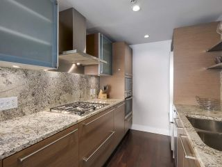 """Photo 14: 2506 1111 ALBERNI Street in Vancouver: West End VW Condo for sale in """"SHANGRI-LA"""" (Vancouver West)  : MLS®# R2525593"""