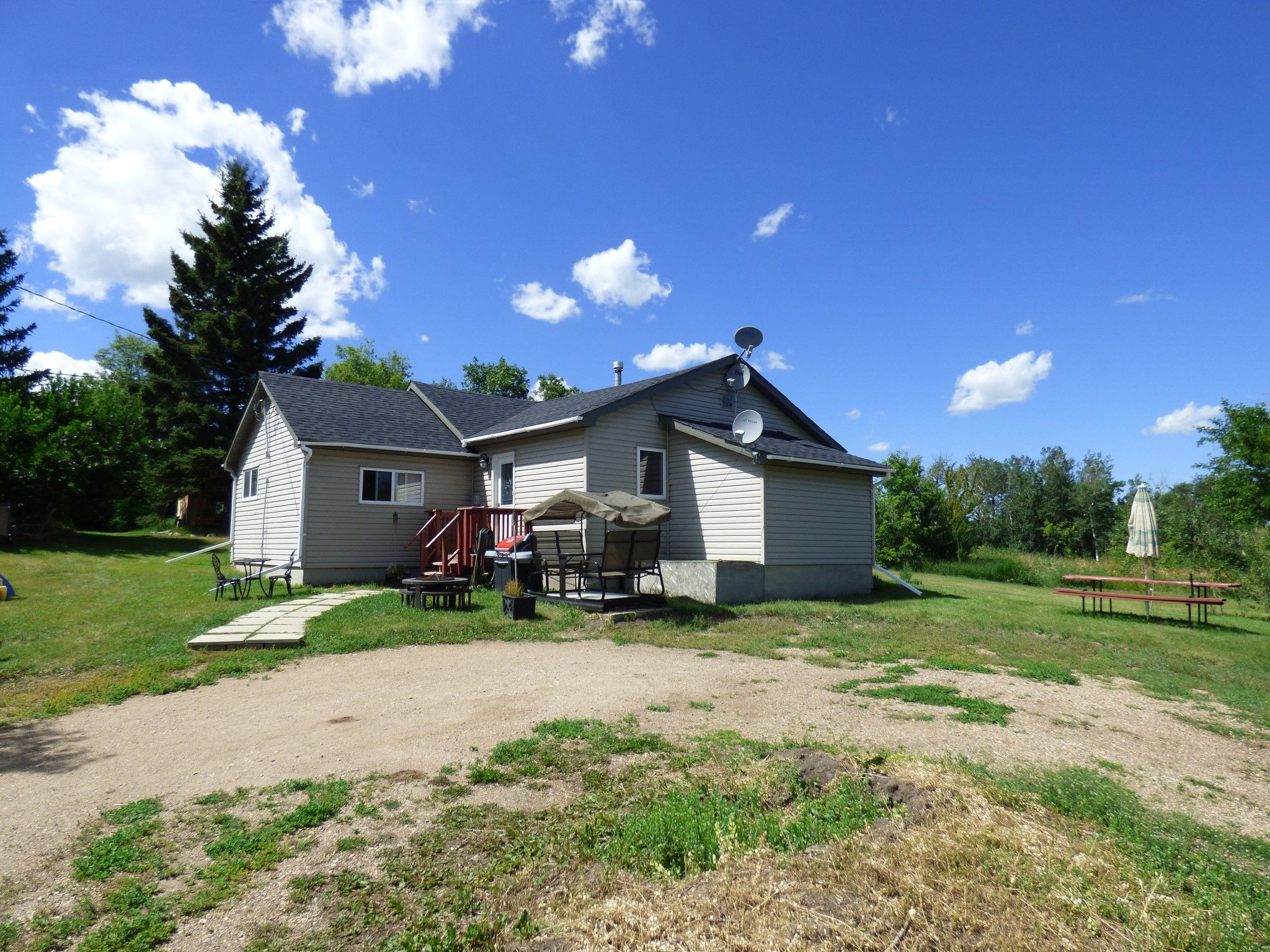 Main Photo: NE 6-46-9 W4: Irma House for sale (MD of Wainwright)  : MLS®# A1076815