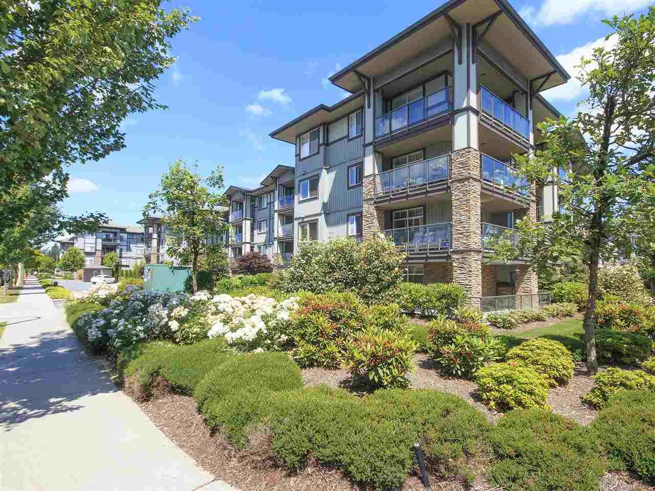 """Main Photo: 410 2038 SANDALWOOD Crescent in Abbotsford: Central Abbotsford Condo for sale in """"THE ELEMENT"""" : MLS®# R2185056"""