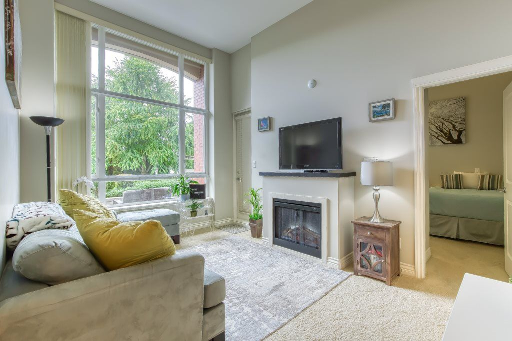 Main Photo: 101 2970 KING GEORGE Boulevard in Surrey: King George Corridor Condo for sale (South Surrey White Rock)  : MLS®# R2509160