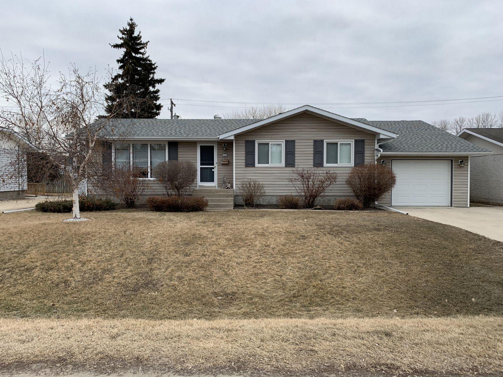 Main Photo: 274 Seneca Street in Portage la Prairie: House for sale : MLS®# 202106505