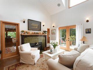Photo 2: 5258 Stag Rd in Highlands: Hi Eastern Highlands House for sale : MLS®# 841807
