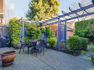 Photo 4: 1065 Redfern St in : Vi Fairfield East House for sale (Victoria)  : MLS®# 861808