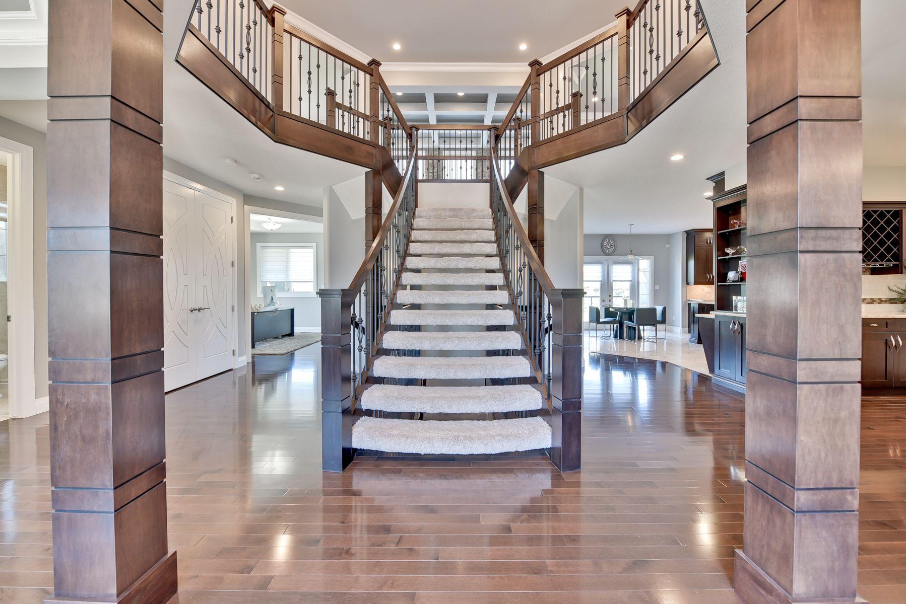 Main Photo: 4904 MacTaggart Court: Edmonton House for sale : MLS®# E4113625