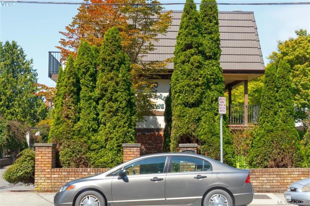 Main Photo: 2 210 Douglas St in VICTORIA: Vi James Bay Row/Townhouse for sale (Victoria)  : MLS®# 831921