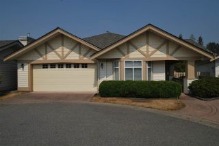 """Photo 1: 6 8555 209 Street in Langley: Walnut Grove Townhouse for sale in """"Autumnwood"""" : MLS®# R2326237"""