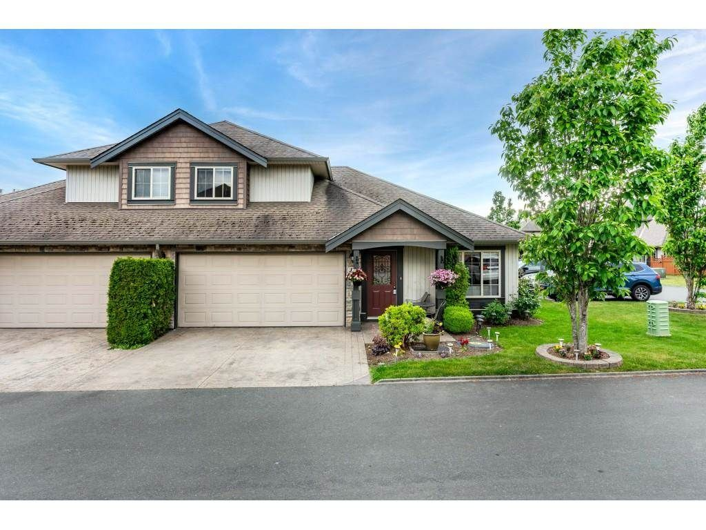 """Main Photo: 14 44523 MCLAREN Drive in Chilliwack: Vedder S Watson-Promontory Townhouse for sale in """"The Grove"""" (Sardis)  : MLS®# R2583833"""
