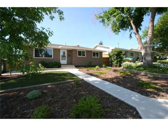 Main Photo: 1111 HUNTERSTON Road NW in CALGARY: Huntington Hills Residential Detached Single Family for sale (Calgary)  : MLS®# C3624233