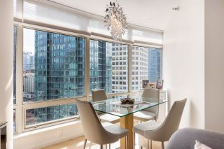 """Photo 8: 1606 1288 ALBERNI Street in Vancouver: West End VW Condo for sale in """"THE PALISADES"""" (Vancouver West)  : MLS®# R2523792"""