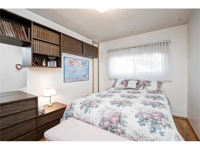 Photo 23: Photos: 210 OAKMOOR Place SW in Calgary: Oakridge House for sale : MLS®# C4091579