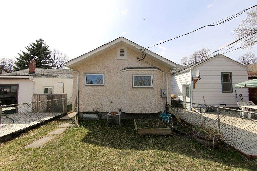 Photo 17: Photos: 225 Roseberry Street in Winnipeg: St. James Single Family Detached for sale (West Winnipeg)  : MLS®# 1611025